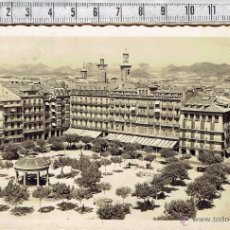 Postales: POSTAL PAMPLONA PLAZA DEL CASTILLO Y CALLE CHAPITELA-1958.. Lote 51408547