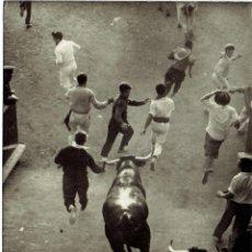 Postales: PS5045 PAMPLONA 'ENCIERRO DE LOS TOROS'. POSTALES VAQUERO. 1960. Lote 45923968