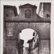 Postales: P- 5067. POSTAL OLITE. UNO DE LOS PORTALES DE LA ANTIGUA MERINDAD. Nº21 L.ROISIN.. Lote 56380502