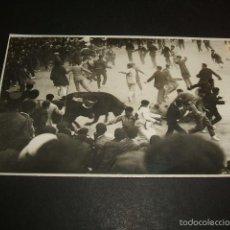 Postales: PAMPLONA LLEGADA DEL ENCIERRO A LA PLAZA DE TOROS POSTAL FOTOGRAFICA GALLE FOTOGRAFO AÑOS 20. Lote 58074513