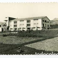 Postales: NAVARRA VERA DE BIDASOA ALBERGUE DE F.E.T. MONTE LARÚN, AL FONDO. ED. AISA 16. SIN CIRCULAR. Lote 62992824