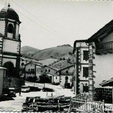 Postales: ZUGARRAMURDI-IGLESIA Y PLAZA-COCHES ÉPOCA- SICILIA Nº 6- MUY RARA. Lote 73802959