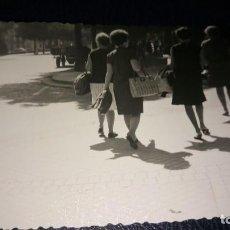 Postales: ANTIGUA FOTOGRAFÍA DE PAMPLONA. FOTO AÑOS 60. . Lote 75903091