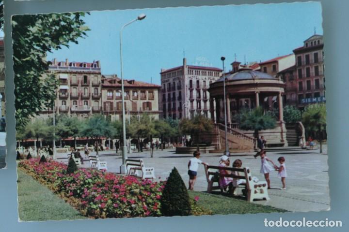 Postales: ANTIGUAS POSTALES PAMPLONA: PLAZA CASTILLO, AVENIDA CARLOS III, MONUMENTO FUEROS NAVARRA - AÑOS 60 C - Foto 3 - 84231892