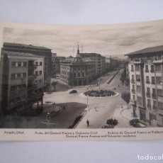 Postales: PAMPLONA AVENIDA GENERAL FRANCO Y GOBIERNO CIVIL POSTAL ORIGINAL ANTIGUA . Lote 96602875
