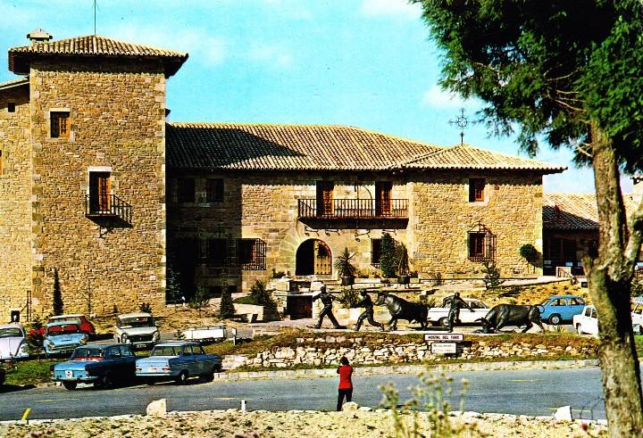 PAMPLONA -HOSTAL Y MONUMENTO AL TORO- CIRCULADA / P-1035 (Postales - España - Navarra Moderna (desde 1.940))