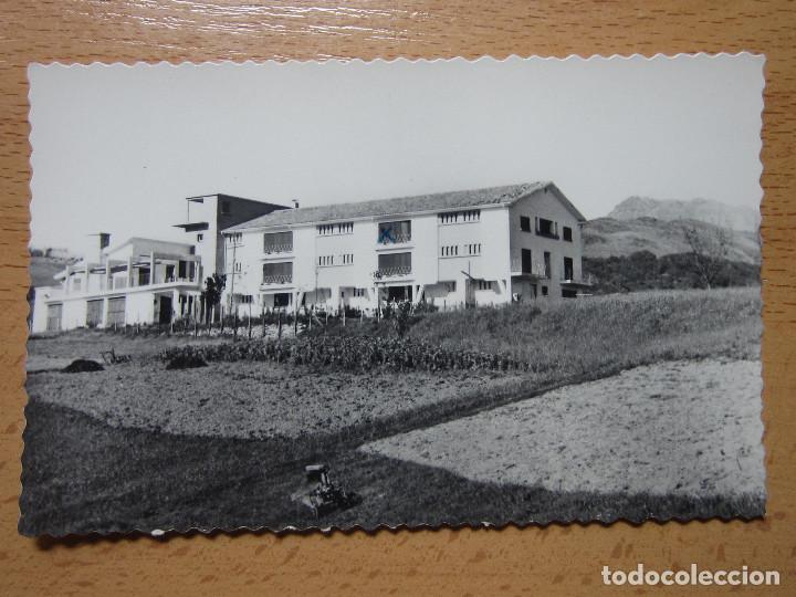 VERA DE BIDASOA. NAVARRA. ALBERGUE DE F.E.T. MONTE LARUN AL FONDO. (ED. AISA Nº16). (Postales - España - Navarra Moderna (desde 1.940))