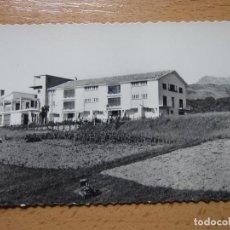 Postales: VERA DE BIDASOA. NAVARRA. ALBERGUE DE F.E.T. MONTE LARUN AL FONDO. (ED. AISA Nº16).. Lote 114912491