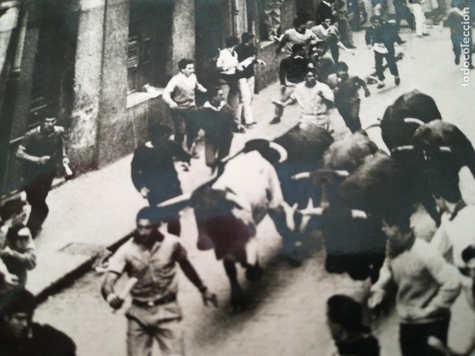 Postales: Pamplona, Fiestas de San Fermin. Encierro de toros. Finales 50 o principios 60. - Foto 2 - 117107895