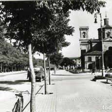 Postales: PAMPLONA. IGLESIA DE SAN LORENZO Y MONUMENTO INMACULADA. EDICIONES SICILIA Nº 75. FOTOGRÁFICA.. Lote 118476739