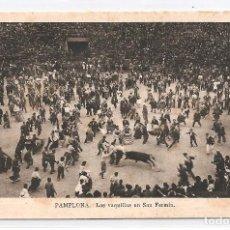 Postales: TARJETA POSTAL PAMPLONA - LAS VAQUILLAS EN SAN FERMÍN.. Lote 121713671