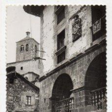 Postales: RONCAL. CASA DE LÓPEZ, AL FONDO IGLESIA. FRANQUEADA EL 23 DE JUNIO DE 1964.. Lote 136708686
