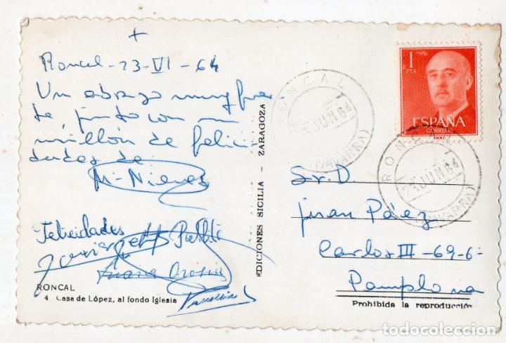 Postales: Roncal. Casa de López, al fondo Iglesia. Franqueada el 23 de Junio de 1964. - Foto 2 - 136708686