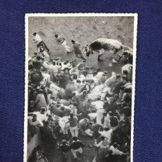 Postales: POSTAL PAMPLONA SANFERMINES ENCIERRO VISTA DESDE ARRIBA PLAZA TOROS TAUROMAQUIA. Lote 136809882