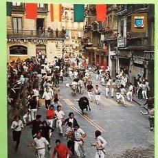 Postales: PAMPLONA. 10 FIESTAS DE SAN FERMÍN: EL ELCIERRO. ESCUDO DE ORO. NUEVA. COLOR. Lote 147801736