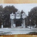 Postales: PAMPLONA Nº 9 ANTIGUO PORTAL DE SAN NICOLAS EN EL PARQUE DE LA TACONERA 1952 - VER FOTO TRASERA. Lote 150864158