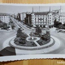 Postales: PAMPLONA PLAZA DEL PRINCIPE DE VIANA Y AVENIDA DE FRANCO ED. ARRIBAS Nº 69. Lote 153448826