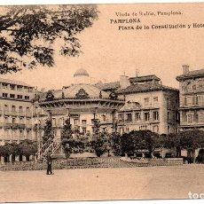 Postales: PS8157 PAMPLONA 'PLAZA DE LA CONSTITUCIÓN Y HOTEL DE LA PERLA'. SIN CIRCULAR. PRINC. S. XX. Lote 156057126
