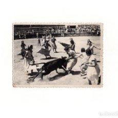 Postales: ESTELLA.(NAVARRA).- CAPEA DE MUJERES EN PLAZA DE TOROS. 9 X 12. FOTO MONTOYA. Lote 166112594