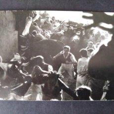 Postales: PAMPLONA NAVARRA ENCIERROS DE SAN FERMIN POSTAL FOTOGRAFICA ZUBIETA Y RETEGUI FOTOGRAFO. Lote 171748878