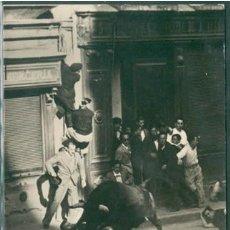 Postales: POSTAL PAMPLONA ENCIERRO DE LOS TOROS ED. VAQUERO N° 10 NAVARRA . Lote 177049959