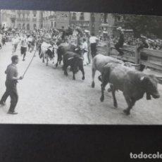 Postales: PAMPLONA NAVARRA ENCIERROS DE SAN FERMIN FOTO GOMEZ POSTAL FOTOGRAFICA. Lote 183454372
