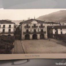 Cartoline: POSTAL PLAZA DE LOS FUEROS DE OÑATE. 1955. Lote 183621573