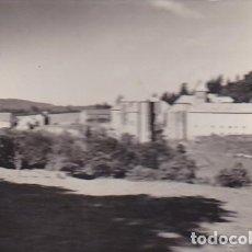Postales: POSTAL RONCESVALLES COLEGIATA ABSIDE Y VISTA GENERAL . Lote 186385636