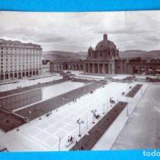 Postales: POSTAL DE PAMPLONA: AVENIDA CARLOS III ( ERROR DE IMPRESIÓN DE LA CALLE)PLAZA CONDE RODEZNO. Lote 189593288