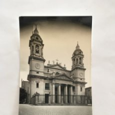 Postales: POSTAL. PAMPLONA. FACHADA CATEDRAL. POSTALES VAQUERO. H. 1955?.. Lote 190333175
