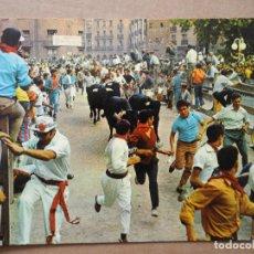 Postales: PAMPLONA. FIESTAS DE SAN FERMIN EL ENCIERRO. Nº 26 ED. GÓMEZ. NUEVA. Lote 194551115