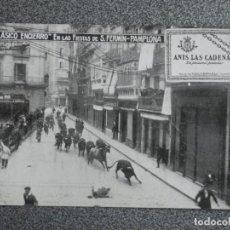 Postales: ENCIERRO DE SAN FERMÍN POSTAL PUBLICITARIA DE ANÍS LAS CADENAS ANTIGUA . Lote 194903267