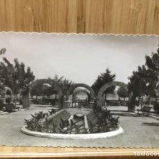 Postales: POSTAL DE PAMPLONA.JARDINES DE LA MEDIA LUNA.GARCIA GARRABELLA.. Lote 195240687