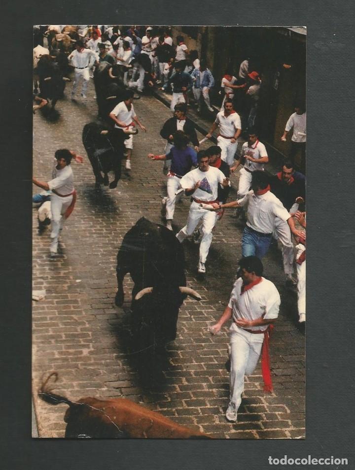 POSTAL SIN CIRCULAR - PAMPLONA 137 - EL ENCIERRO - EDITA POSTALES IRUÑA (Postales - España - Navarra Moderna (desde 1.940))