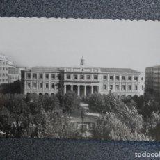 Postales: PAMPLONA PLAZA DE LA CRUZ E INSTITUTOS DE NAVARRA POSTAL FOTOGRÁFICA ANTIGUA. Lote 196035292
