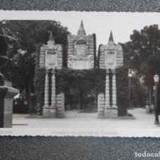 Postales: PAMPLONA ENTRADA A LOS JARDINES DE TACONERA POSTAL FOTOGRÁFICA ANTIGUA. Lote 196035388