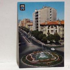 Postales: POSTAL PAMPLONA PLAZA MOLA Y AVDA. GENERALISIMO ESCUDO DE ORO SIN USO.. Lote 198707536