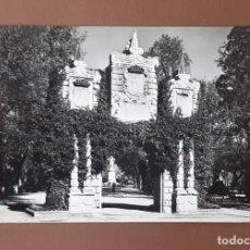 Postales: POSTAL 15 JARDINES DE LA TACONERA. PAMPLONA. POSTALES VAQUERO. FOTO RUPEREZ. CIRCULADA EN 1961.. Lote 206161433