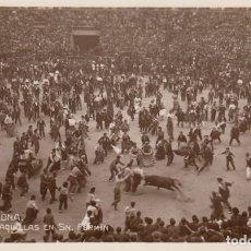 Postales: POSTAL FOTOGRAFICA DE PAMPLONA - LAS VAQUILLAS EN SAN FERMIN AÑOS 20 - VER IMÁGENES. Lote 211274745