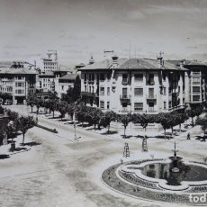 Postales: PAMPLONA, ANTIGUA PLAZA GENERAL MOLA Y GOVIERNO CIVIL, DEL AÑO 1956, VER FOTOS. Lote 213458502