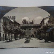 Cartes Postales: POSTAL DE SANGUESA Nº 12, PLAZA GENERAL LOS ARCOS, AL FONDO EL PALACIO. Lote 219690036