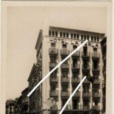 Postales: PRECIOSA POSTAL - PAMPLONA - CALLE DE LOS HEROES DE ESTELLA - POPULAR CHAPITELA - HOTEL LA PERLA. Lote 223994261