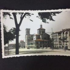 Postales: PAMPLONA - IGLESIA DE SAN LORENZO - COLOREADA - Nº 47 ED. DARVI. Lote 230724470