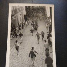 Postales: PAMPLONA. NAVARRA. ENCIERRO DE SAN FERMÍN. FOTO JULIO. Lote 245757325