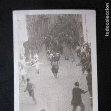 Postales: PAMPLONA-ENCIERRO-SAN FERMIN-FOTOGRAFICA-POSTAL ANTIGUA-(79.050). Lote 251882750