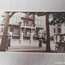 Postales: POSTAL DE TOLOSA, PASEO DE SAN FRANCISCO Y EDIFICIO DEL BANCO DE TOLOSA, NAVARRA, ED. LABORDE, NO CI. Lote 254044605