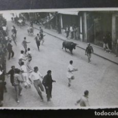 Postais: PAMPLONA ENCIERROS DE SAN FERMIN POSTAL FOTOGRAFICA 1943. Lote 265321164