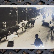 Postales: FOTOGRAFICA SAN FERMIN PAMPLONA FOTO GALLE TOROS ANIMADA. Lote 276639603