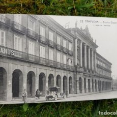Postales: PAMPLONA TEATRO GAYARRE COCHES. Lote 276643183