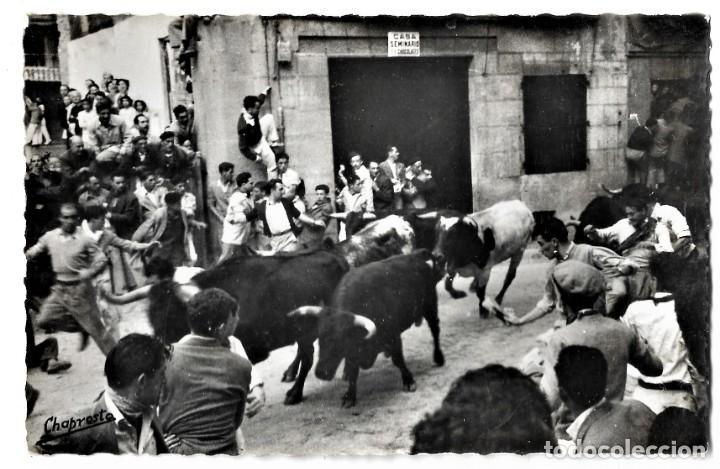 151 SAN FERMINES. ENCIERROS: LOS TOROS POR LA CALLE DE SANTO DOMINGO - GARCÍA GARRABELLA (Postales - España - Navarra Moderna (desde 1.940))